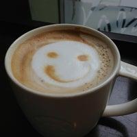 Photo taken at Starbucks by Yusuke F. on 6/21/2013