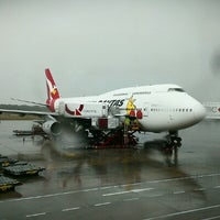 Photo taken at Brisbane Airport (BNE) by Hendy O. on 1/21/2013