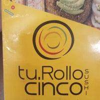 Foto tomada en Tu Rollo Cinco Sushi por Ramses R. el 12/5/2017