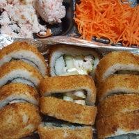Foto tomada en Tu Rollo Cinco Sushi por Ramses R. el 7/22/2017