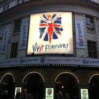 Foto scattata a Piccadilly Theatre da Armando E. il 12/1/2012