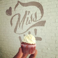 Photo taken at 大小姐的店 Miss Cake by fuhui on 8/30/2014