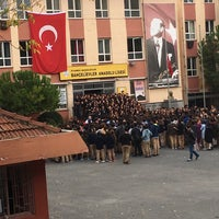 Photo taken at Bahcelievler Anadolu Lisesi by Elif Gizem G. on 11/10/2017