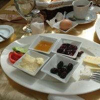 Photo taken at Coşkun Cafe&Restaurant by Alper Ö. on 4/9/2013