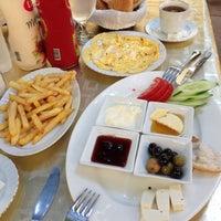 Photo taken at Coşkun Cafe&Restaurant by Alper Ö. on 5/23/2013