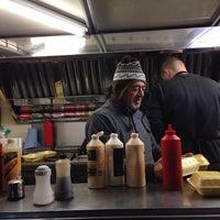 Foto scattata a Chelsea Bridge Burger da Tareq il 10/15/2013