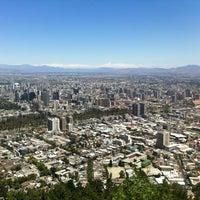 Das Foto wurde bei Cumbre Cerro San Cristóbal von Alex R. am 2/16/2013 aufgenommen