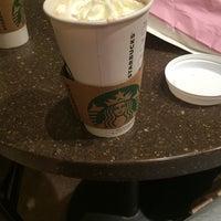 Das Foto wurde bei Starbucks von Dilara Ç. am 10/22/2014 aufgenommen