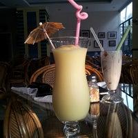 Photo taken at Aloha Diner by Mariajose N. on 9/21/2013