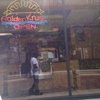 Снимок сделан в Golden Krust Caribbean Bakery and Grill пользователем Alton P. 5/20/2013