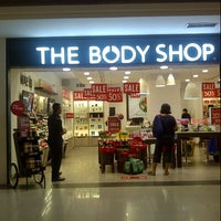 Photo taken at The Body Shop by Ming A. on 5/26/2014