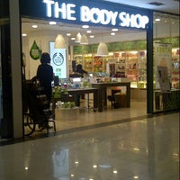 Photo taken at The Body Shop by Ming A. on 1/19/2015