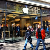 Photo taken at Apple Bahnhofstrasse by irwin w. on 10/16/2012