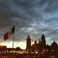 Foto tomada en Plaza de la Constitución (Zócalo) por Liss M. el 3/31/2013
