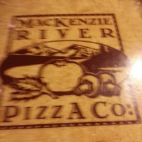 Photo prise au MacKenzie River Pizza Co. par Aisha M. le2/10/2013