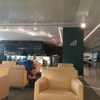 """Photo taken at Alitalia Freccia Alata Lounge """"Bramante"""" by Riccardo T. on 7/26/2017"""