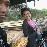 Photo taken at จุดให้อาหารปลา ศาลเจ้าแม่เบิกไพร by ผาง น.ม.ท. ค. on 4/13/2013