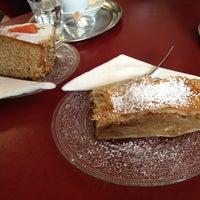 Das Foto wurde bei Ottenthal Weinhandlung & Kaffeehaus von Stefan am 2/3/2013 aufgenommen
