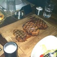 9/14/2013 tarihinde Özge K.ziyaretçi tarafından Et Mekan Steak House & Nargile Cafe'de çekilen fotoğraf