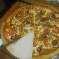 Photo taken at Solopizzas by Robert I. on 3/30/2014