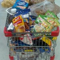 Foto tomada en Macro Mercado por Mauri Q. el 2/15/2013