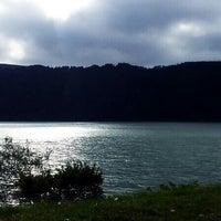 Foto tirada no(a) Lagoa das Furnas por Anton B. em 7/9/2013