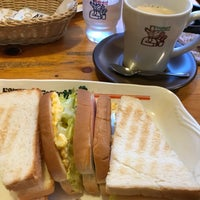 Photo taken at Komeda's Coffee by 初季 小. on 3/11/2018