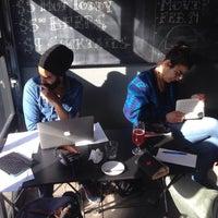 2/16/2015 tarihinde Maziar B.ziyaretçi tarafından Café Pamenar'de çekilen fotoğraf