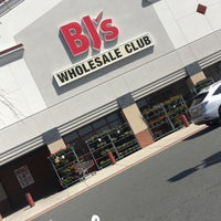 Photo taken at BJ's Wholesale Club by I ✨ on 4/14/2018