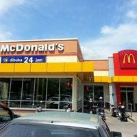 Foto diambil di McDonald's / McCafé oleh Ng L. pada 2/1/2013