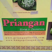 Photo taken at Pasar Bunga Wastukencana by D Marry W. on 4/25/2013