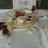 9/8/2014 tarihinde Şebnem Ebru A.ziyaretçi tarafından Vanilla Patisserie&Cafe'de çekilen fotoğraf