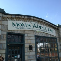 Mom's Apple Pie Company - Bakery