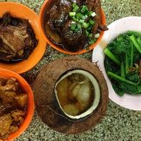 8/4/2014 tarihinde Tyler W.ziyaretçi tarafından Keong Kee Herbal Soup (强记补品)'de çekilen fotoğraf