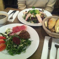 Photo taken at Le Pain Quotidien by HYE IN K. on 1/18/2013