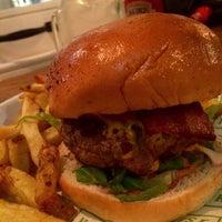 Снимок сделан в Honest Burgers пользователем Paula C. 6/5/2015