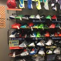Photo taken at 靴のヒカリ 御徒町店 by 剛 長. on 11/28/2017