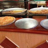 รูปภาพถ่ายที่ Rocco's Pizza & Italian Restaurant โดย Richie G. เมื่อ 3/26/2013