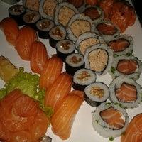 Foto tirada no(a) Hamadaya Sushi Bar por Gabriella R. em 9/21/2013