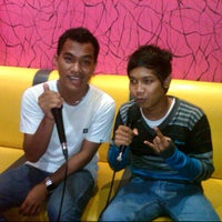 Photo taken at FAMILY BOX (Family Karaoke Places) by andri d. on 3/29/2013
