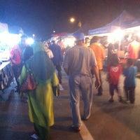Photo taken at Pasar Malam Pekan Kg. Gajah by Firdaus A. on 1/31/2014
