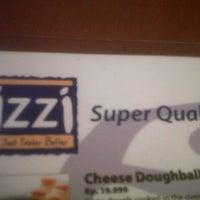 Photo taken at Izzi Pizza by Devlin I. on 9/15/2013
