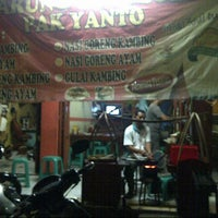 Photo taken at Warung Sate Solo Pak Yanto by Aan T. on 6/19/2013