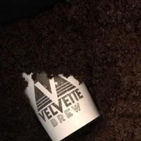 Foto tomada en Velvette Brew por Kirill L. el 4/18/2018