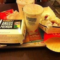 รูปภาพถ่ายที่ McDonald's โดย Emerson M. เมื่อ 3/10/2013