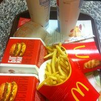 Снимок сделан в McDonald's пользователем Evgeniy V. 4/25/2013