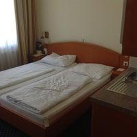 Das Foto wurde bei Suite Hotel 900m von Ирина Л. am 5/5/2013 aufgenommen