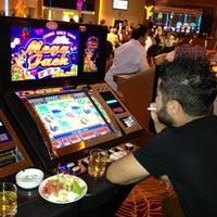 รูปภาพถ่ายที่ Viva Casino โดย Mustafa Ç. เมื่อ 6/18/2013
