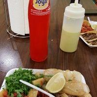 Foto tirada no(a) Tacos Del Tec por Val R. em 6/30/2017