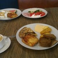 Снимок сделан в Ресторан Галерея пользователем Helga M. 8/24/2016